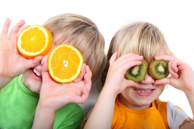 Trái cây giàu vitamin C giúp trẻ tăng cường sức đề kháng