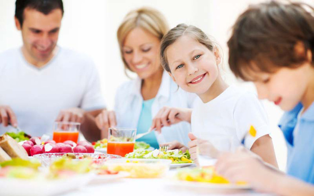 Những bữa ăn vui vẻ, hạnh phúc giúp trẻ hấp thu tốt hơn
