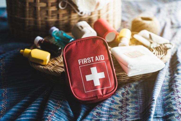 thuốc và các vật dụng sơ cứu
