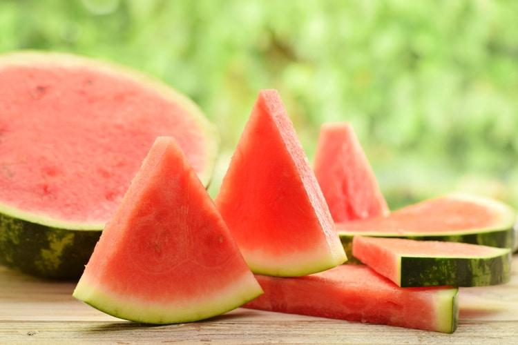 trẻ em mắc bệnh tay chân miệng thì ăn dưa hấu
