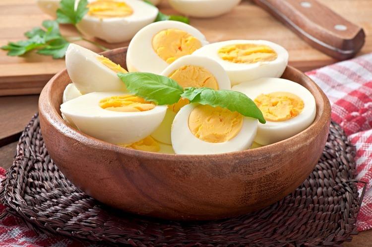 trẻ bị tay chân miệng nên ăn trứng