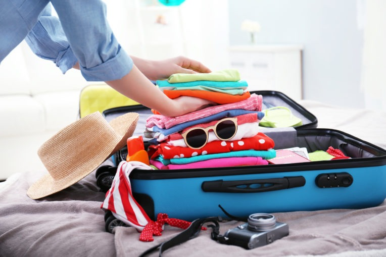 chuẩn bị quần áo và phụ kiện thời trang