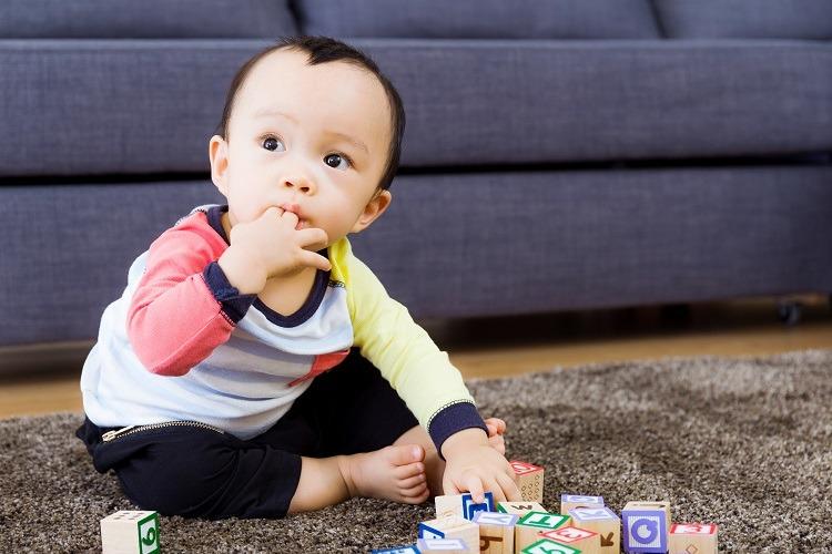 virus lây lan khi trẻ ngậm đồ chơi