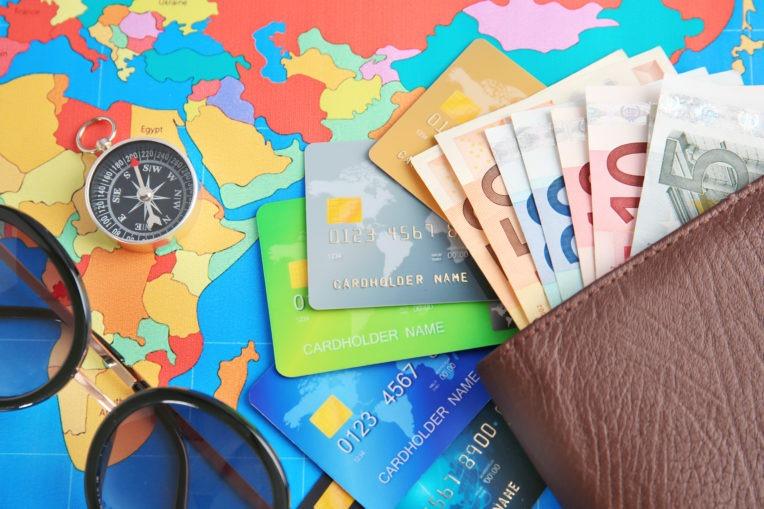 đổi tiền ngoại tệ trước khi đi du lịch