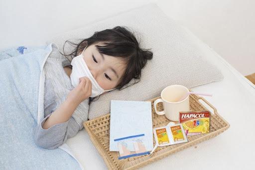 thuốc hạ sốt cho bé dễ uống