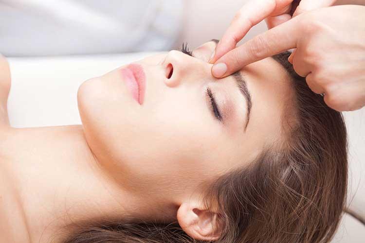 bấm huyệt trị đau đầu