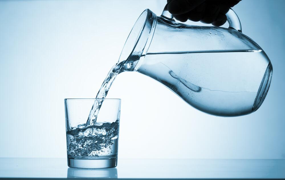người bệnh nên bù nước cho cơ thể