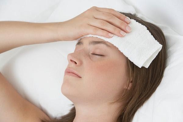 chườm nóng điều trị đau nửa đầu