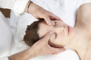 cách chữa đau đầu bằng phương pháp bấm huyệt