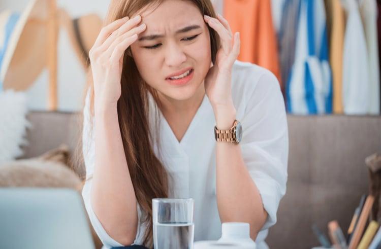 Ngừng sử dụng thuốc giảm đau đầu căng thẳng và tìm gặp bác sĩ ngay lập tức khi tình trạng đau đầu của bạn có xu hướng xấu đi