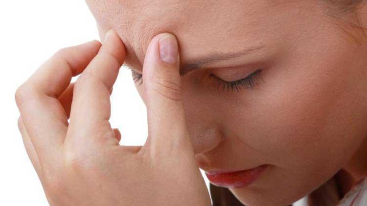 Đau đầu sau sinh mổ hoặc sinh thường khiến các thai phụ mệt mỏi, khó chịu