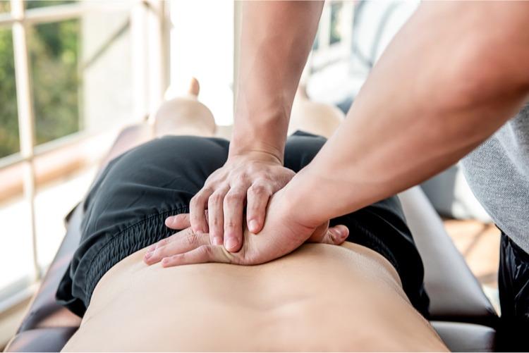 giảm đau lưng bằng massage