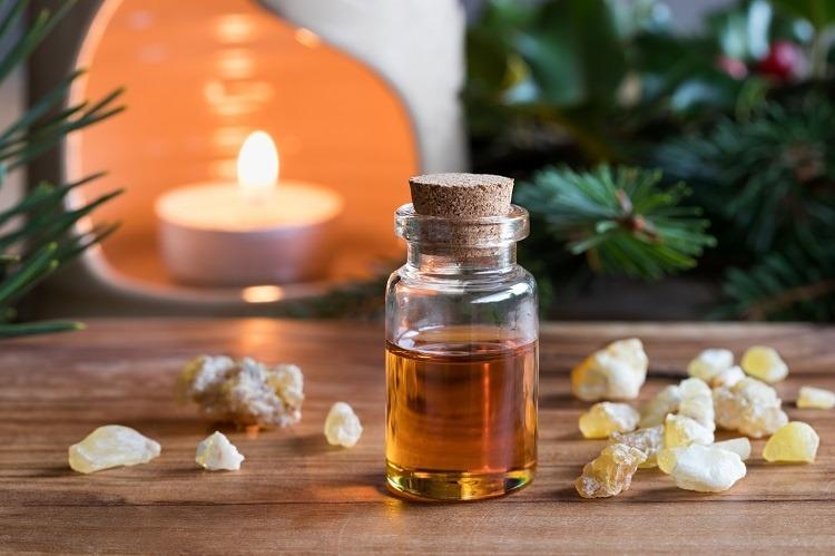 tinh dầu hương trầm trị sốt