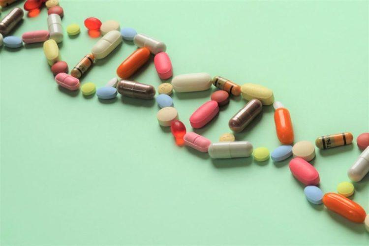 trị sốt bằng cách uống thuốc