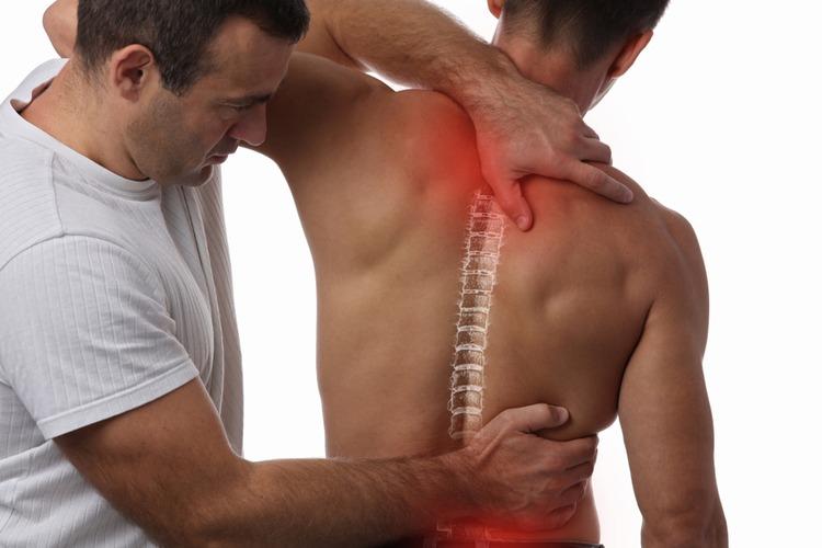 Triệu chứng của đau cơ lưng không chỉ là đau nhức sống lưng mà cơn đau có thể ở bất kỳ vị trí nào của lưng