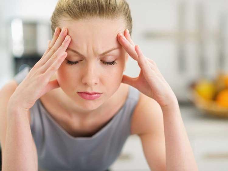 Tình trạng đau đầu mệt mỏi được bắt gặp xuất hiện ở nhiều người