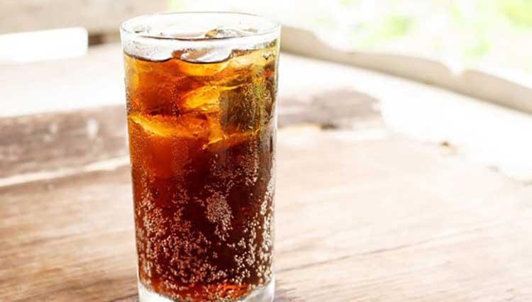 không nên uống nước ngọt khi sốt xuất huyết