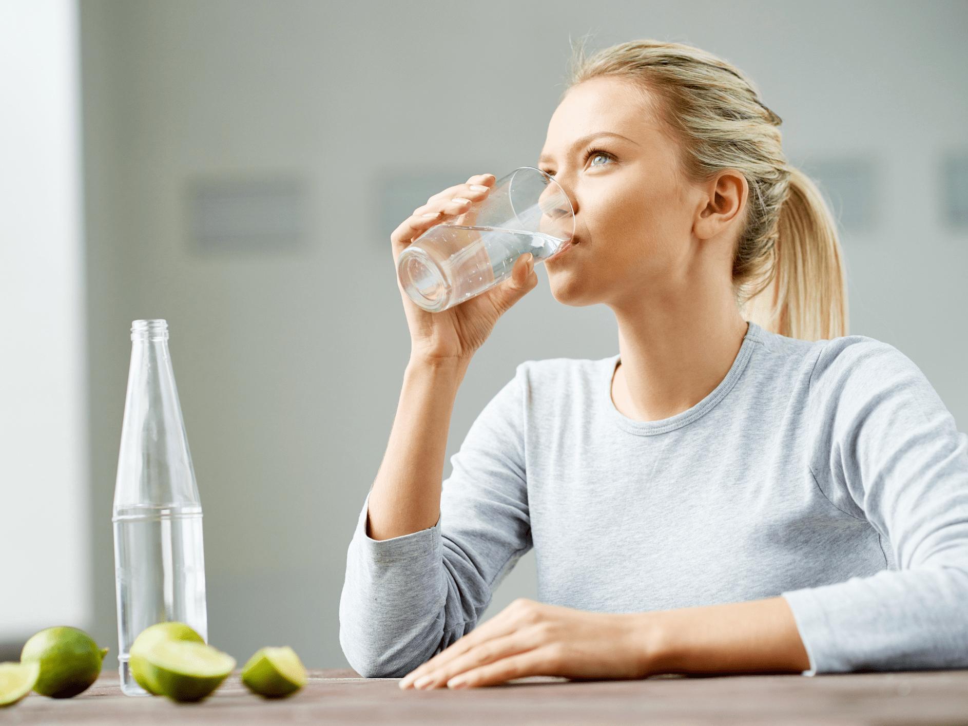 uống nhiều nước để hạ sốt