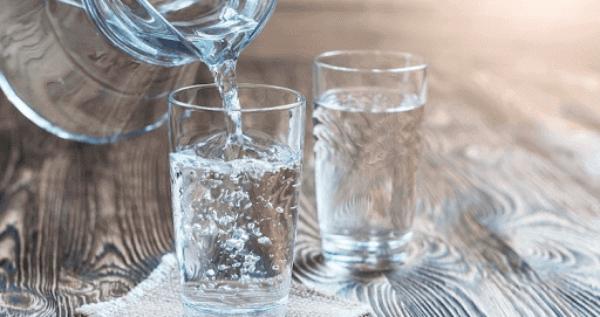 Uống nhiều nước sẽ làm thuyên giảm triệu chứng nghẹt mũi