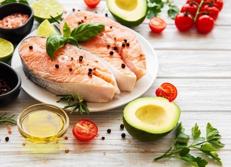 ăn cá khi bị đau đầu