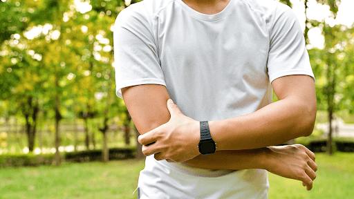 Tình trạng 2 cánh tay bị đau nhức có thể do liên quan đến vấn đề sức khoẻ