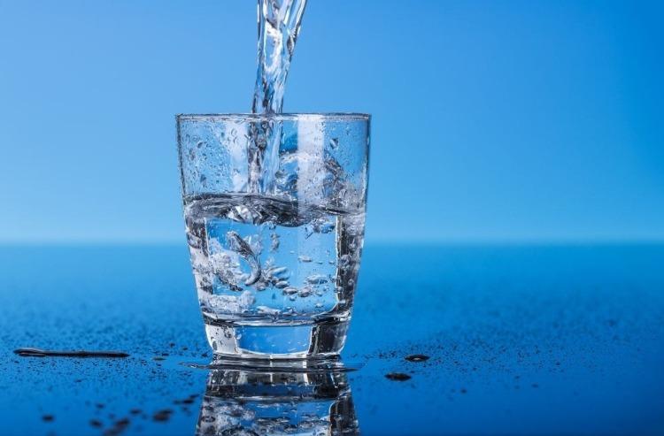 thiếu nước gây đau đầu