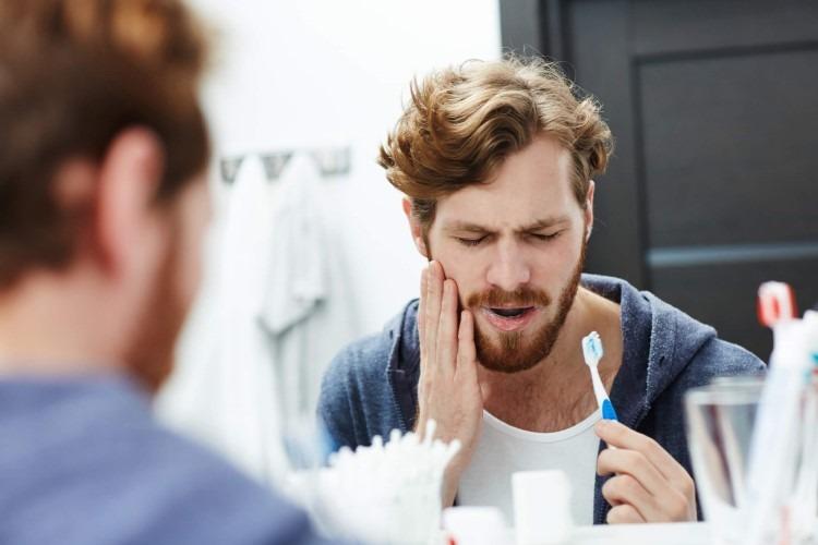 Các bệnh lý về răng miệng có thể gây đau nhức quai hàm