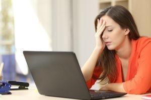 đau đầu do ngồi nhiều trước máy tính