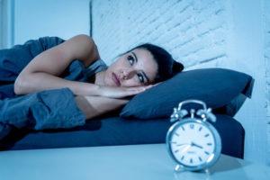 đau đầu do thức khuya thường xuyên