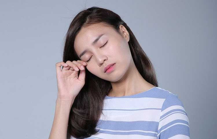 mỏi mắt ở người đau đầu