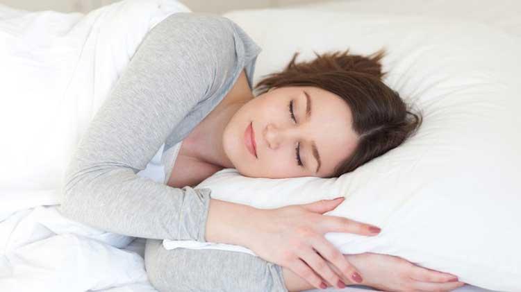 Nghỉ ngơi đầy đủ hợp lý sẽ hạn chế tình trạng đau đầu căng cơ