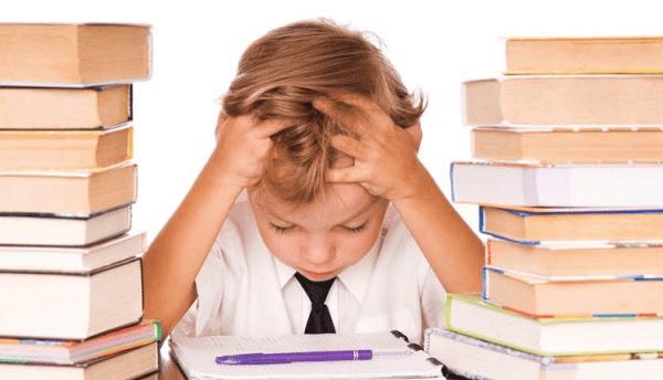 Tình trạng căng thẳng có thể xảy ra ở trẻ và cũng là nguyên nhân gây đau đầu cho trẻ ở các độ tuổi khác nhau