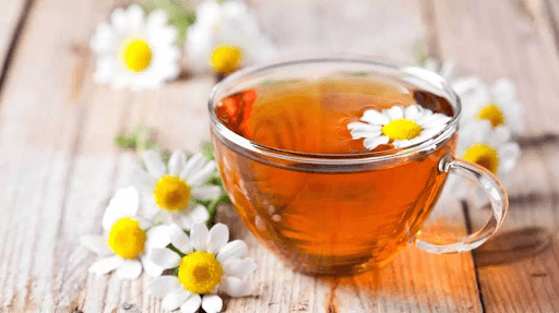 trà hoa cúc trị đau họng