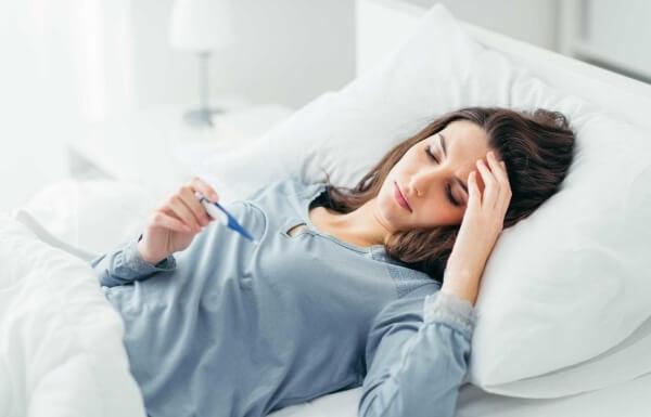 sốt đau đầu ở người lớn