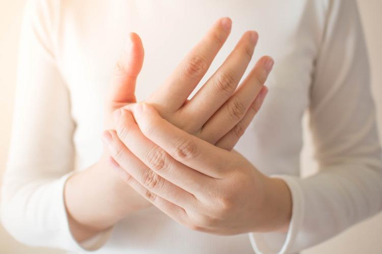 Đau nhức khớp ngón tay là một vấn đề không nên xem nhẹ