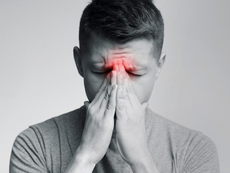 viêm xoang gây đau đớn