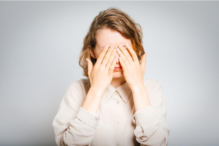 viêm xoang trán gây đau đầu