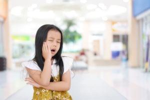 làm gì khi trẻ bị sâu răng