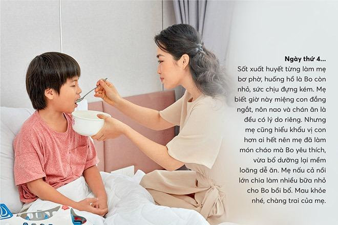 Khi bị sốt, con nhạt miệng, mẹ nên chuẩn bị thức ăn loãng như cháo cho bé dễ tiêu hóa