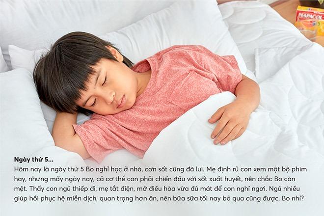 Cho bé ngủ đủ giấc để giúp hồi phục hệ miễn dịch