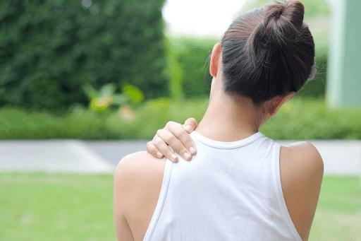 Các cơn đau nhức vai ảnh hưởng đến sinh hoạt và cuộc sống