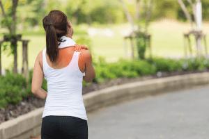 Đau nhức toàn thân có thể xuất phát từ nhiều nguyên nhân.