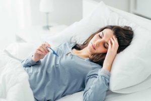 Sốt kéo dài gây ra nhiều mệt mỏi và khó chịu