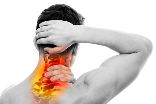 Tập luyện thể thao quá sức gây đau cổ gáy