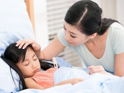 Mỗi loại viêm amidan sẽ gây triệu chứng và biểu hiện sốt khác nhau