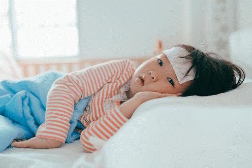 Những dấu hiệu cho thấy trẻ bị sốt cao viêm họng