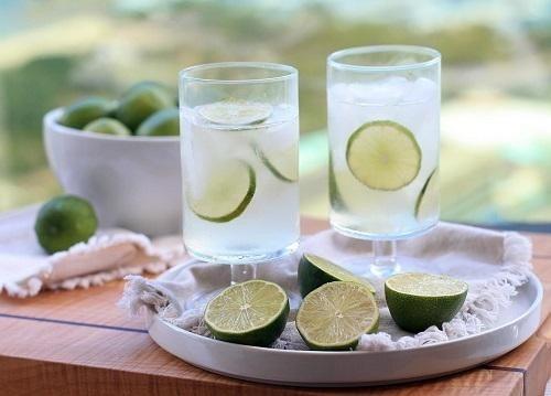 Uống nước chanh giúp giảm triệu chứng viêm họng