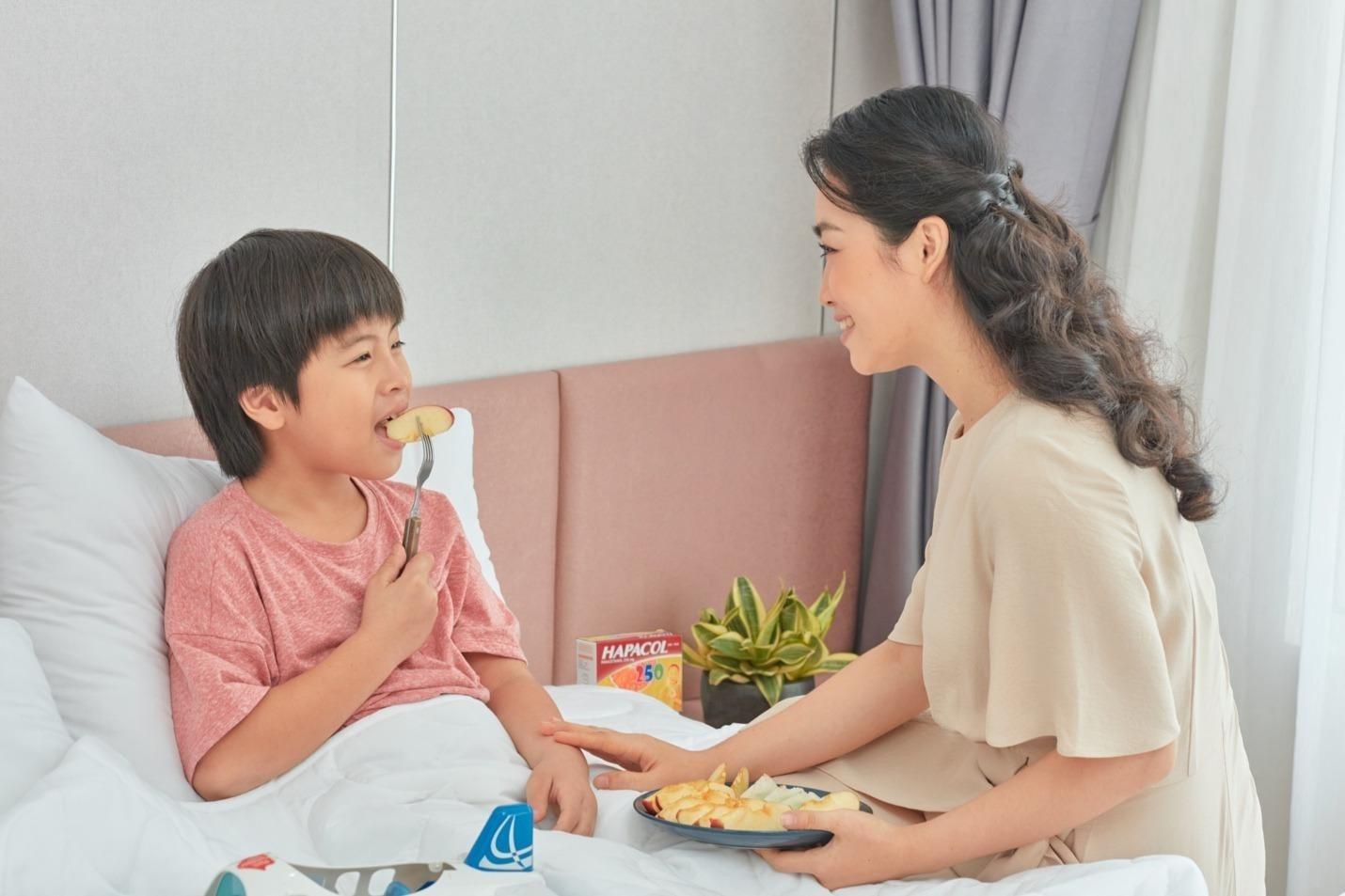 Bố mẹ nên chú ý tình trạng sốt của trẻ