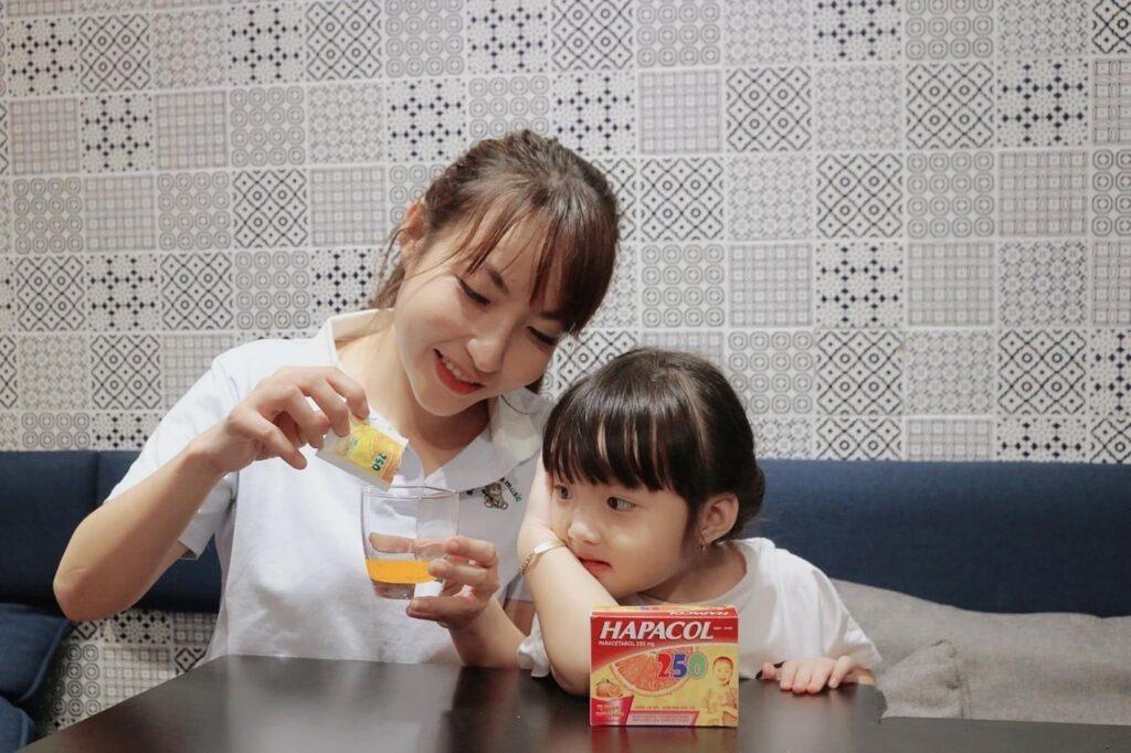 Sử dụng thuốc hạ sốt Hapacol cho trẻ