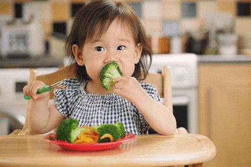 Trẻ bị táo bón cần bổ sung nhiều chất xơ